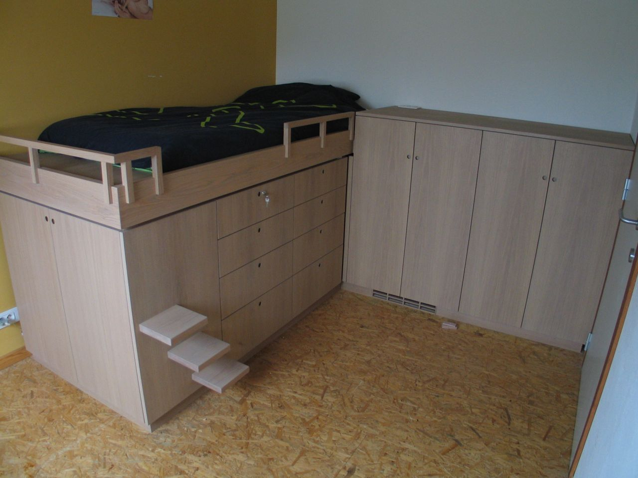 Bed en kasten.  Frits Kuitenbrouwer Tailor-made Furniture