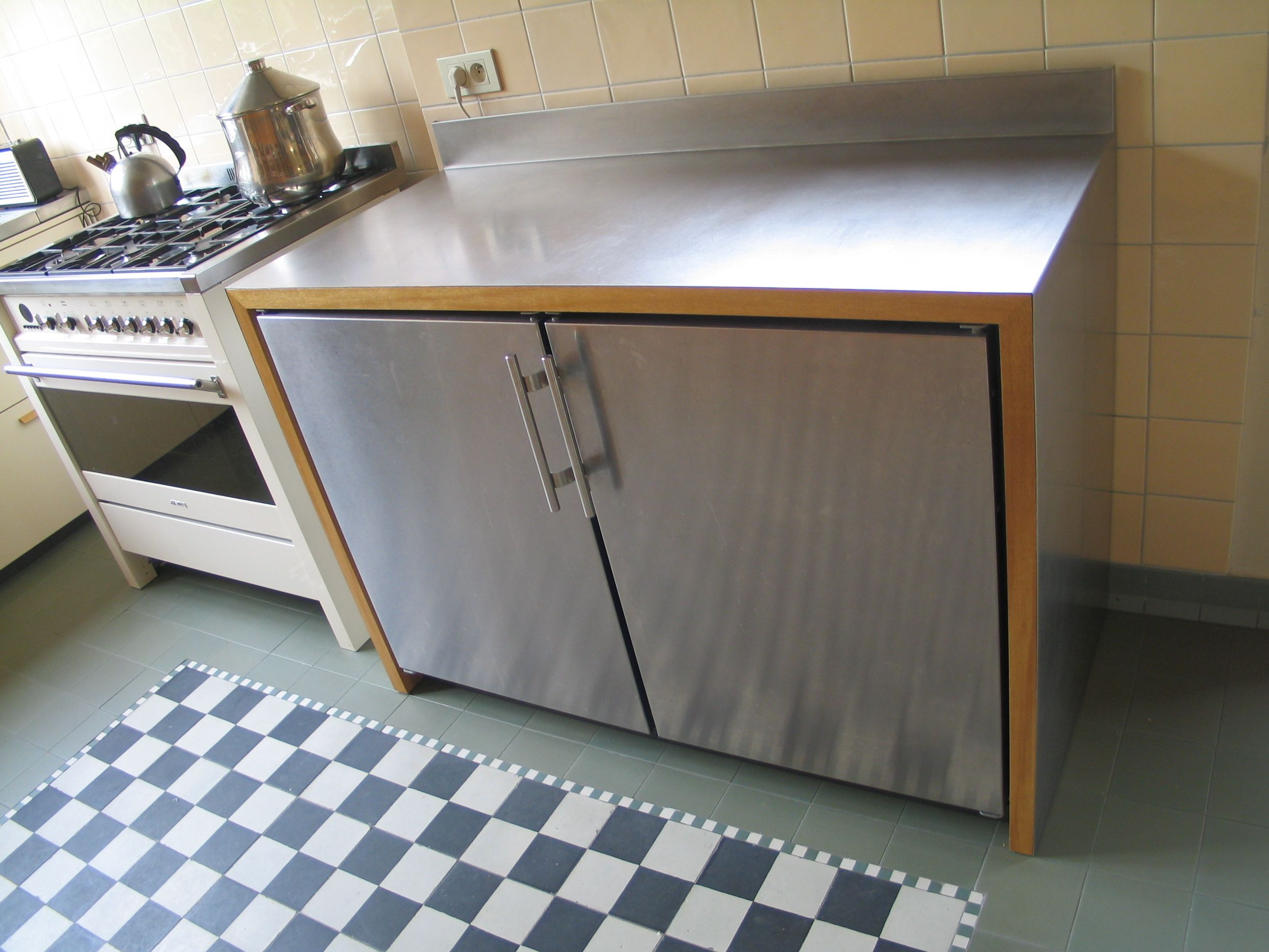 Kitchen frits kuitenbrouwer tailor made furniture for Ladenblok keuken